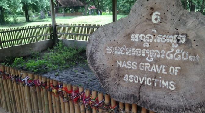 Phnom Penh: Tuol Sleng Genocide Museum & Chuoeng Ek (Killing Fields)