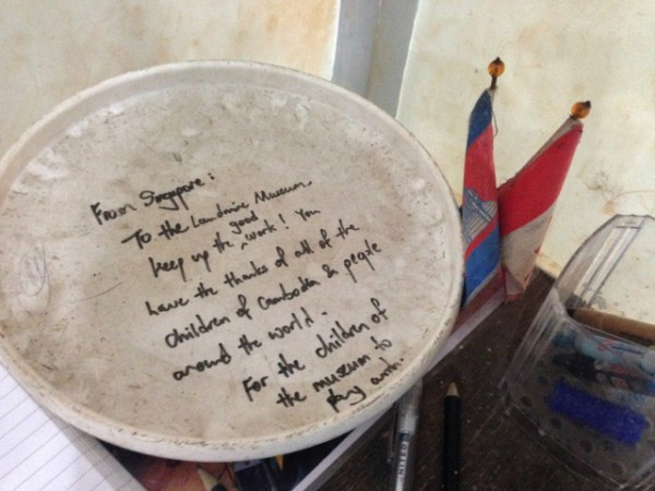 A little note on a frisbee we saw on the way out, from a fellow Singaporean.
